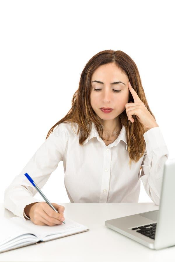 Mulher de negócio séria no escritório imagem de stock