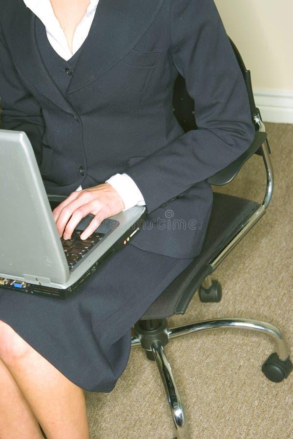 mulher de negócio w/laptop imagens de stock royalty free
