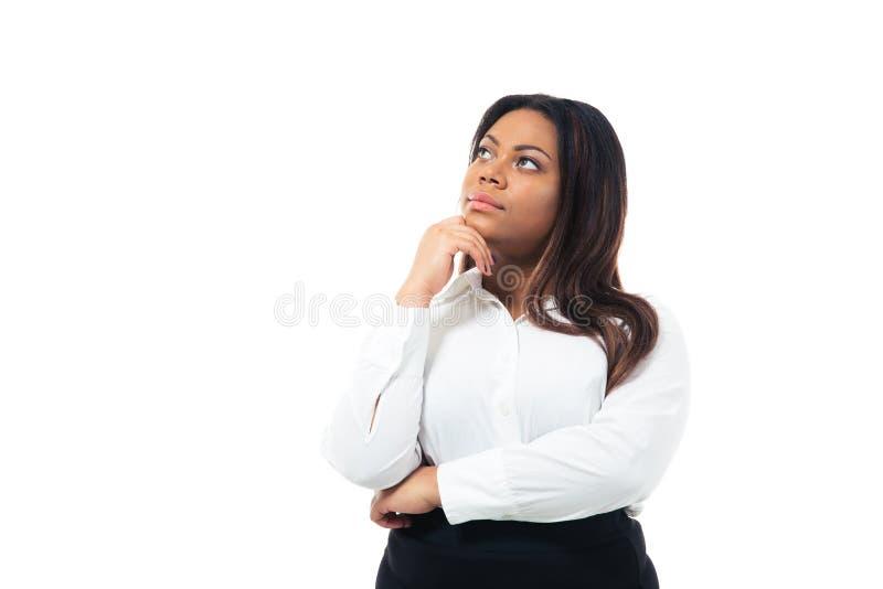 Mulher de negócios africana pensativa que olha acima imagem de stock royalty free
