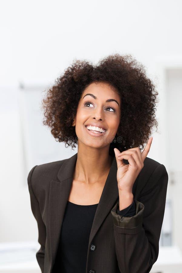 Mulher de negócios afro-americano com uma ideia brilhante foto de stock royalty free