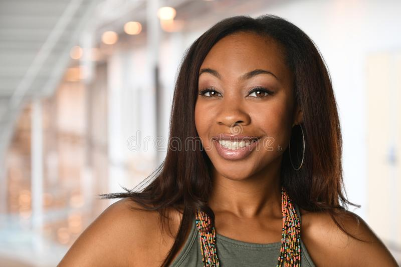 Mulher de negócios afro-americano Inside Office fotografia de stock