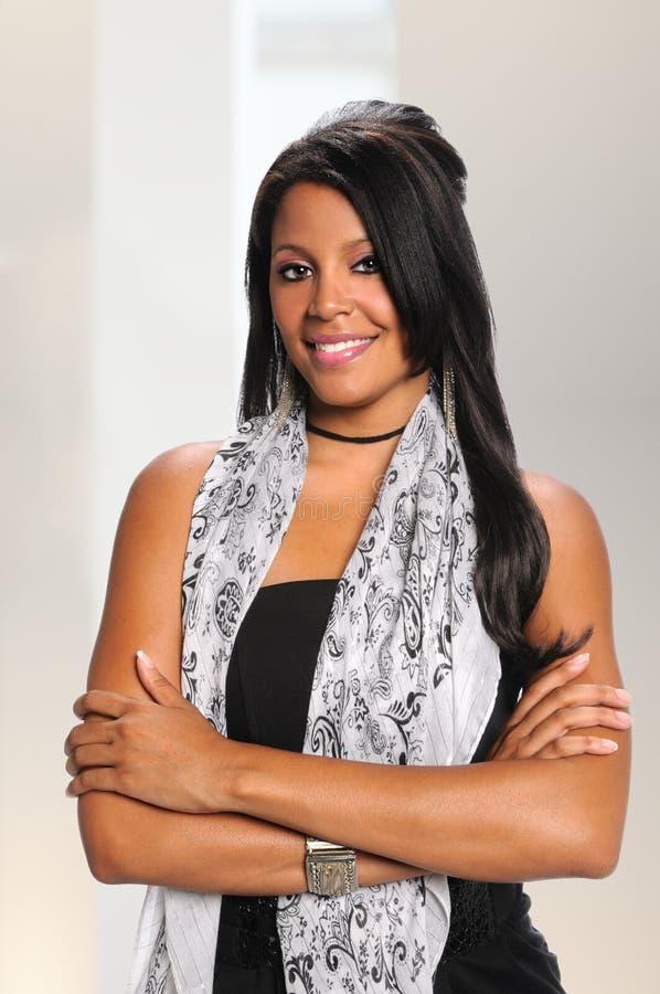 Mulher de negócios afro-americano milenar Smiling imagem de stock royalty free