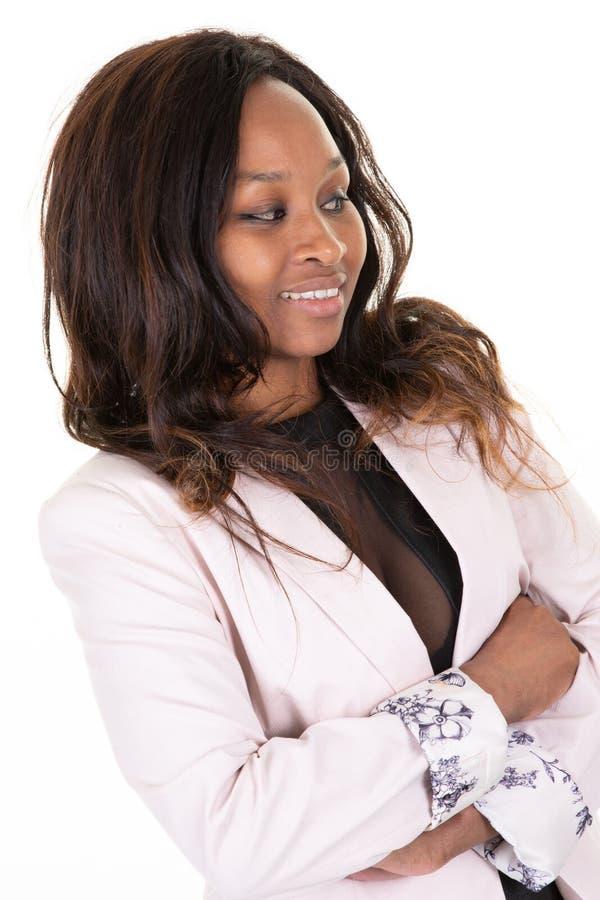 Mulher de negócios afro-americano nova no fundo branco da parede do escritório foto de stock royalty free