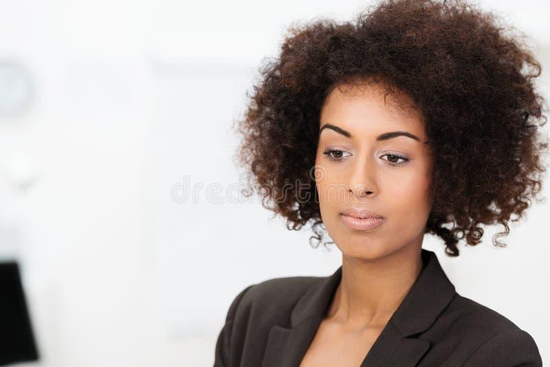 Mulher de negócios afro-americano tristonho triste fotos de stock royalty free