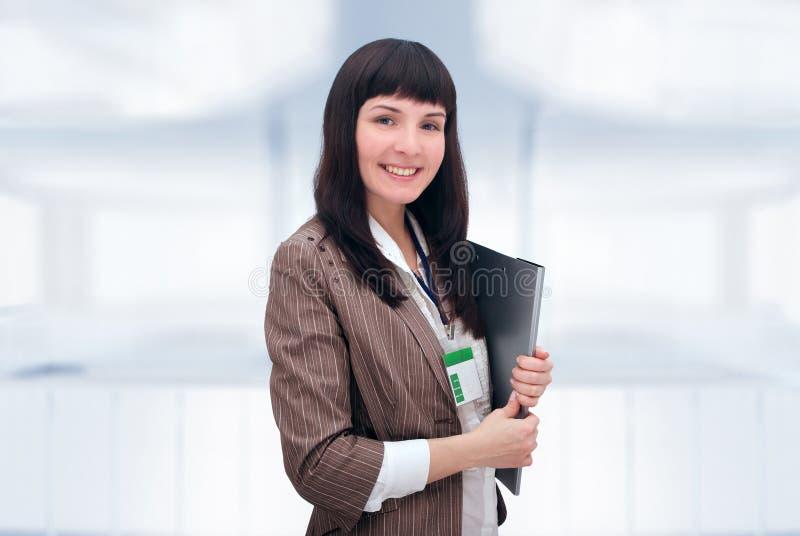 Mulher de negócios alegre com dobrador do original. fotos de stock