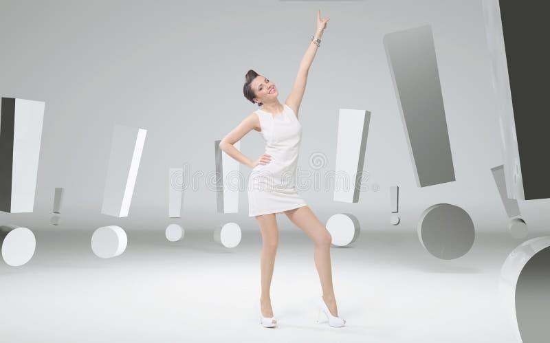 Mulher de negócios alegre entre marcas de exclamação ilustração do vetor