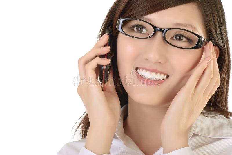 Mulher de negócios asiática com telemóvel fotos de stock