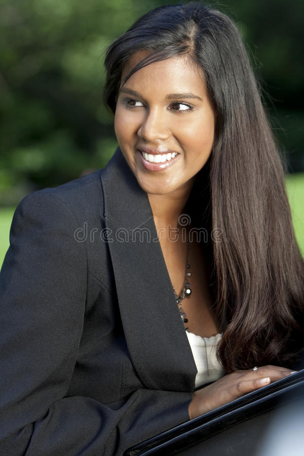 Mulher de negócios asiática indiana nova bonita fotos de stock