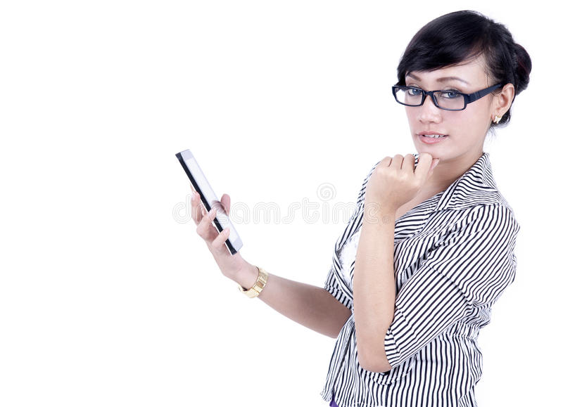 Mulher de negócios asiática pensativa com tabuleta digital imagem de stock royalty free