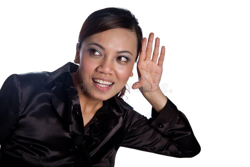 Mulher de negócios asiática que eavesdropping, isolado fotografia de stock