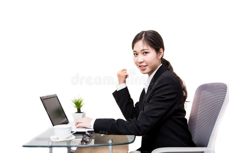 Mulher de negócios asiática que trabalha no escritório fotografia de stock royalty free