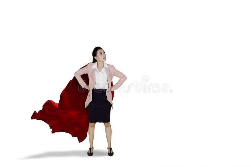 Mulher de negócios asiática segura que veste o cabo vermelho fotos de stock