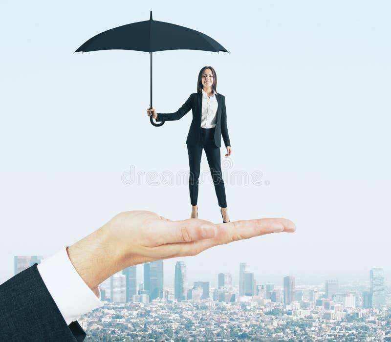 Mulher de negócios atrativa com guarda-chuva fotos de stock royalty free