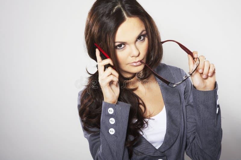 Mulher de negócios atrativa com telefone de pilha fotografia de stock royalty free