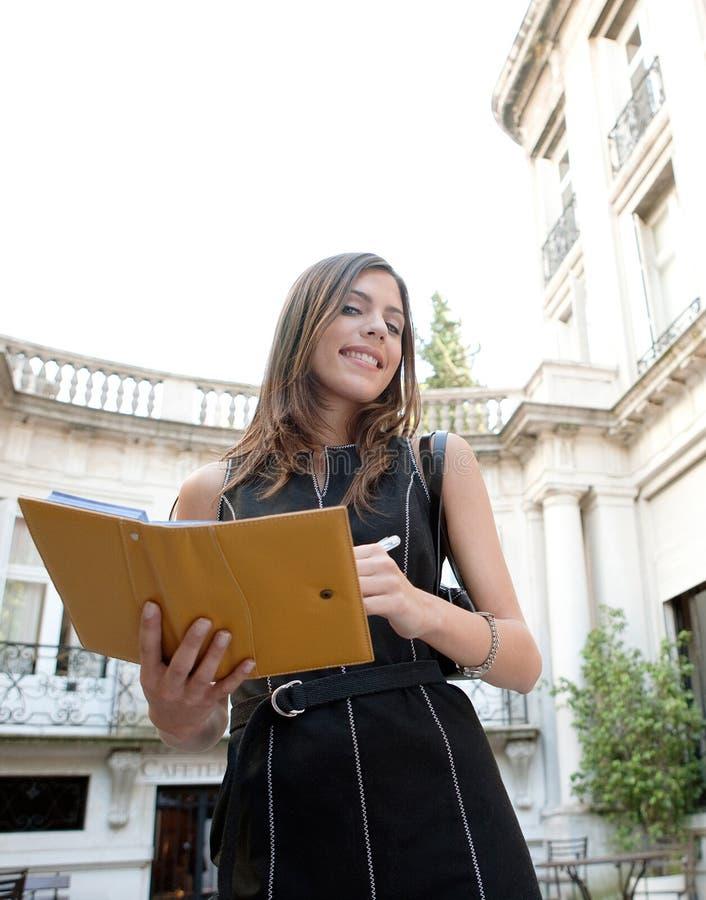 Download Mulher De Negócios Com Dobrador. Imagem de Stock - Imagem de clássico, arquitetura: 29847665