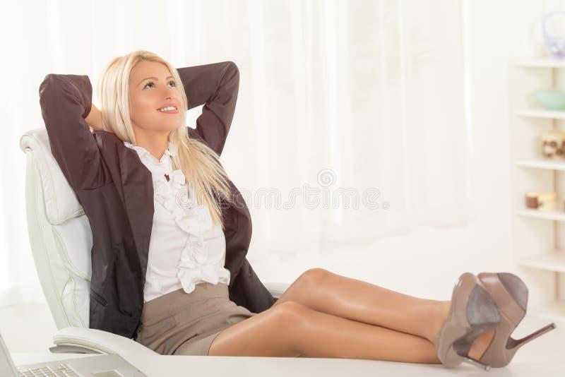 Mulher de negócios bem sucedida imagens de stock royalty free