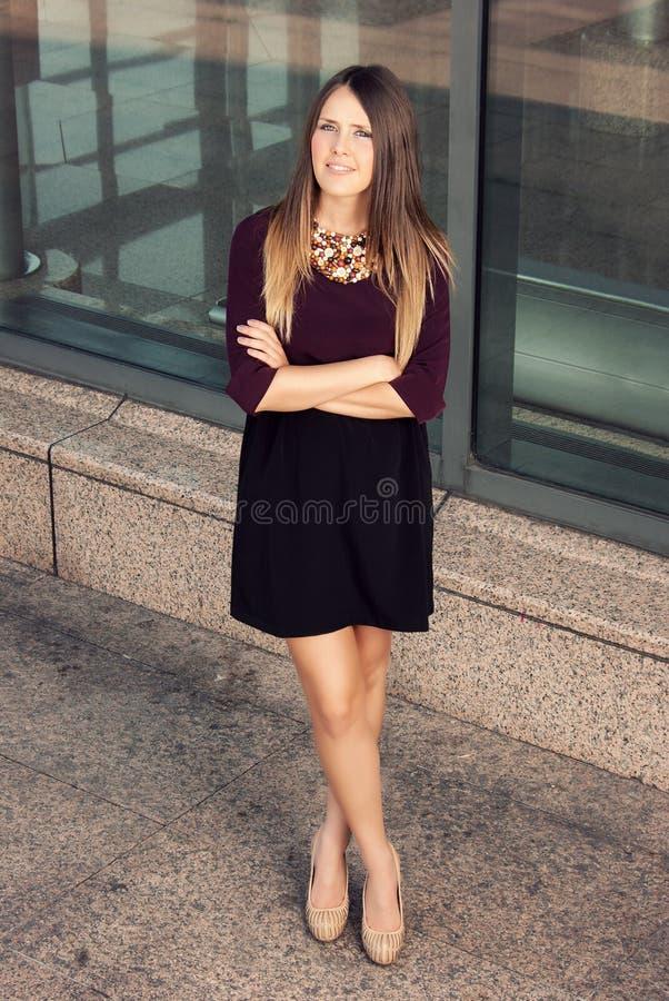 Mulher de negócios bem sucedida nova foto de stock