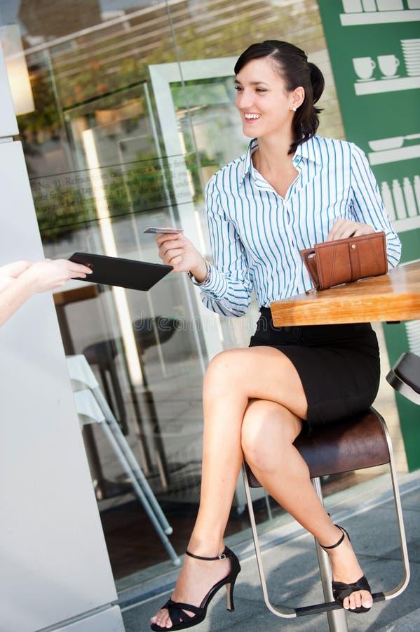 Mulher de negócios Bill pagando foto de stock royalty free