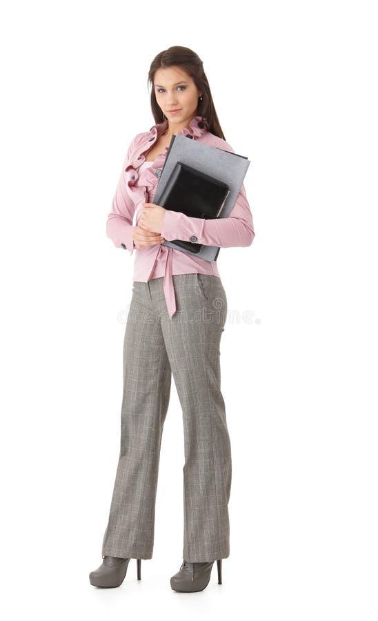 Mulher de negócios bonita com sorriso dos dobradores fotografia de stock