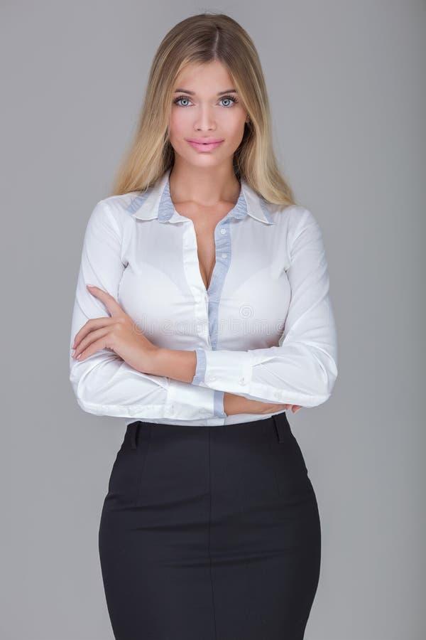 Mulher de negócios bonita no estúdio imagem de stock
