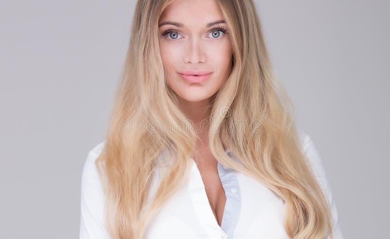 Mulher de negócios bonita no estúdio imagem de stock royalty free