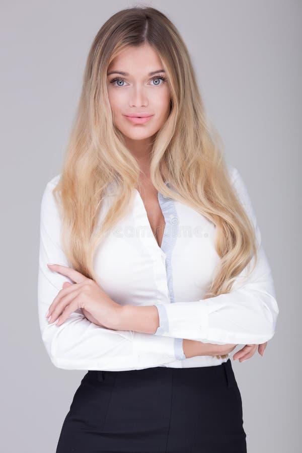 Mulher de negócios bonita no estúdio foto de stock