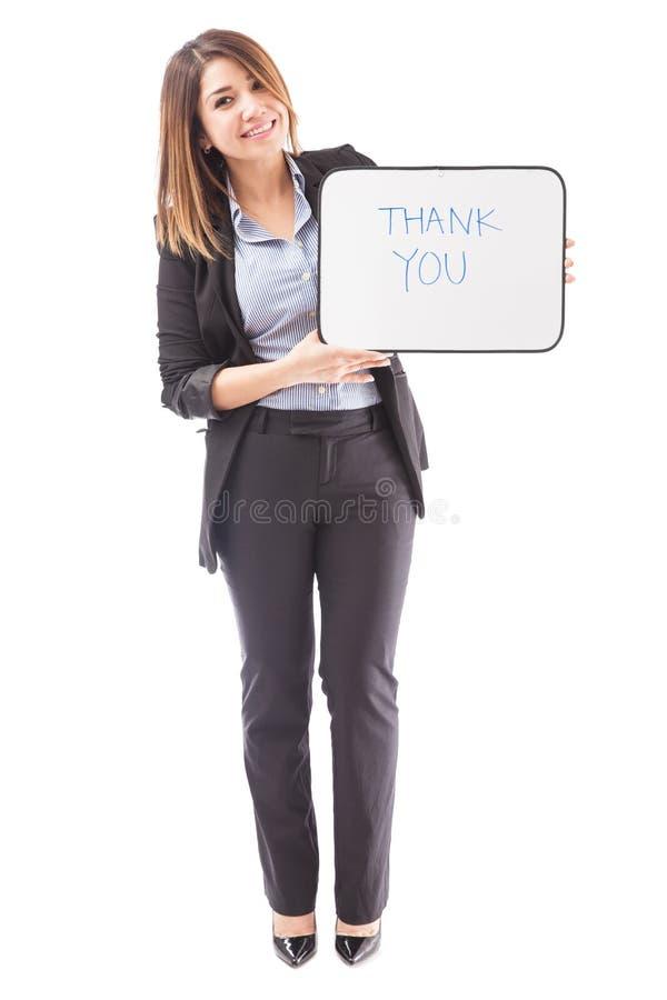 Mulher de negócios bonito que diz agradecimentos com um sinal fotos de stock royalty free