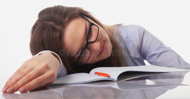 Mulher de negócios cansado no escritório (gestos, linguagem corporal, psy foto de stock
