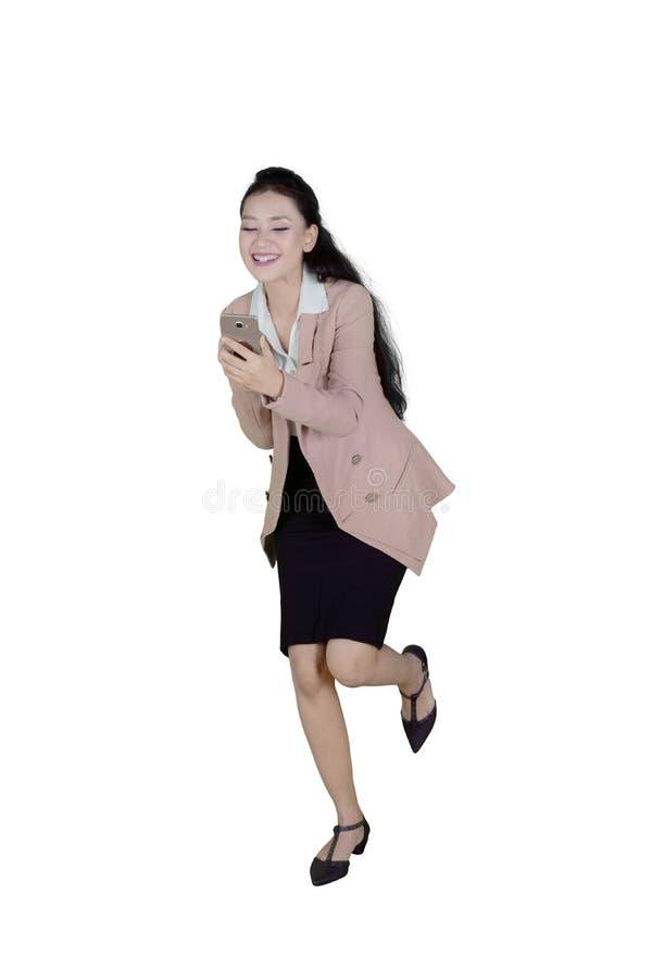 Mulher de negócios caucasiano que expressa sua felicidade imagens de stock