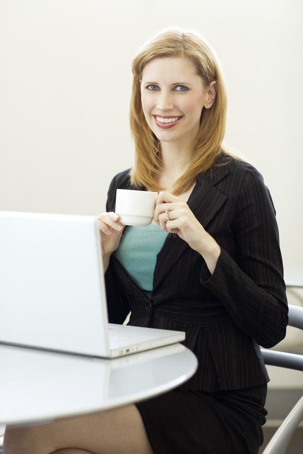 Mulher de negócios com café foto de stock