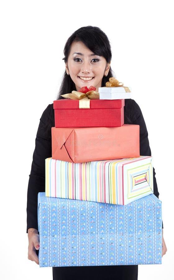 Mulher de negócios com caixas de presente imagens de stock royalty free