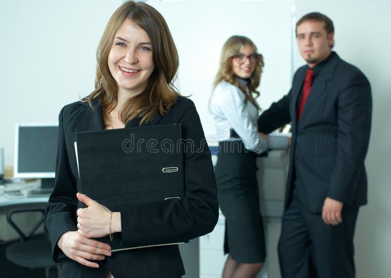 Mulher de negócios com equipe fotografia de stock royalty free