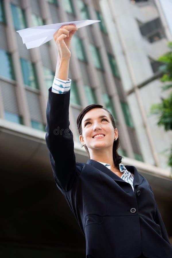Mulher de negócios com plano de papel fotografia de stock royalty free