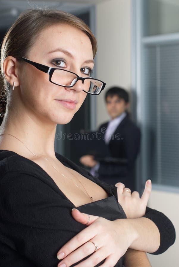 Mulher de negócios com sua equipe imagem de stock royalty free