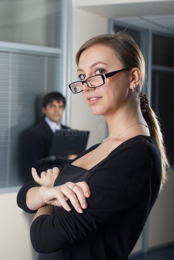 Mulher de negócios com sua equipe imagens de stock royalty free