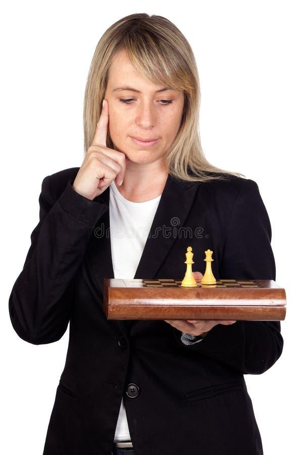 Mulher de negócios com tabuleiro de xadrez imagens de stock