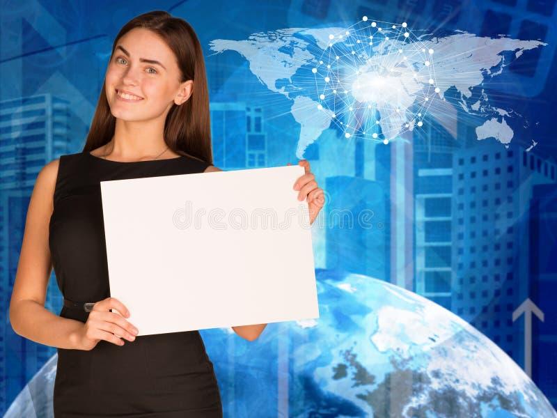 Mulher de negócios com terra, arranha-céus e mundo imagem de stock royalty free