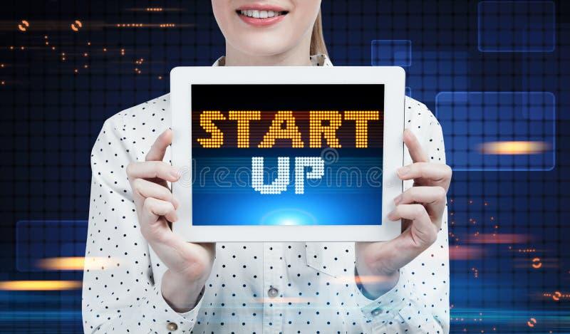 A mulher de negócios com uma tabuleta, começa acima, futuro imagens de stock royalty free
