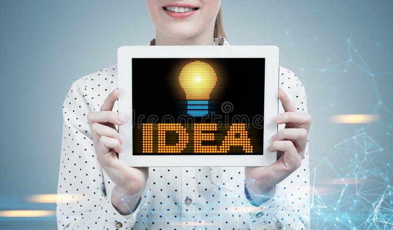 Mulher de negócios com uma tabuleta, ideia, cinzenta imagens de stock royalty free