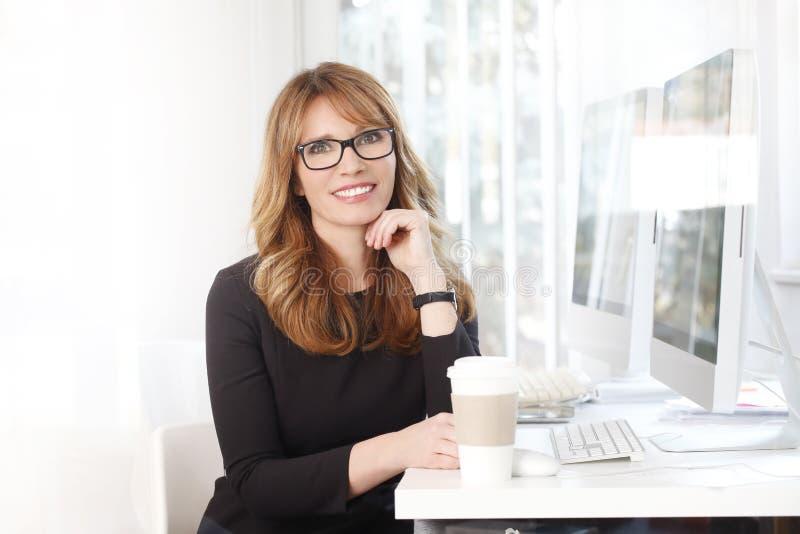 Mulher de negócios confiável fotos de stock