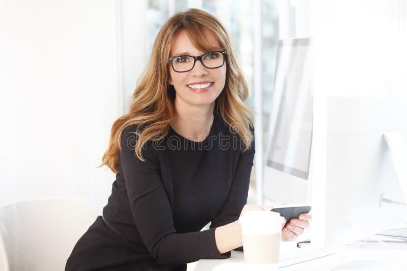 Mulher de negócios confiável imagens de stock royalty free