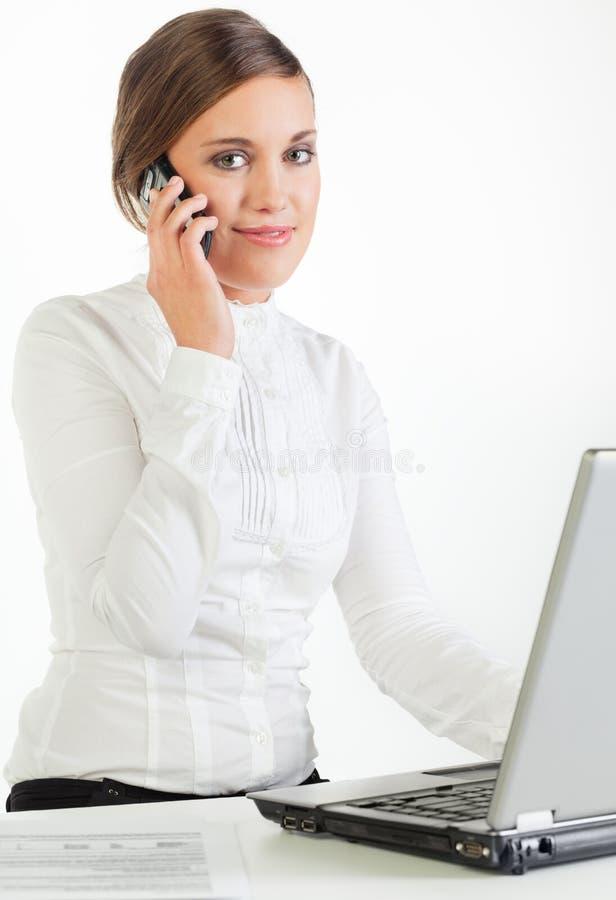 Mulher de negócios consideravelmente nova imagens de stock