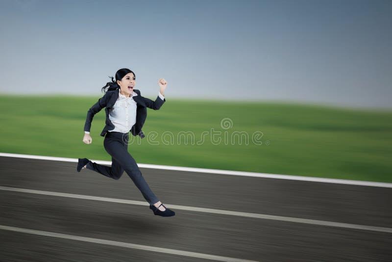 Mulher de negócios corrida - exterior imagens de stock