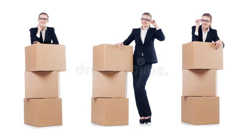 A mulher de negócios da mulher com as caixas no branco fotos de stock