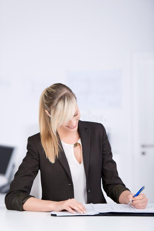Mulher de negócios da escrita imagens de stock