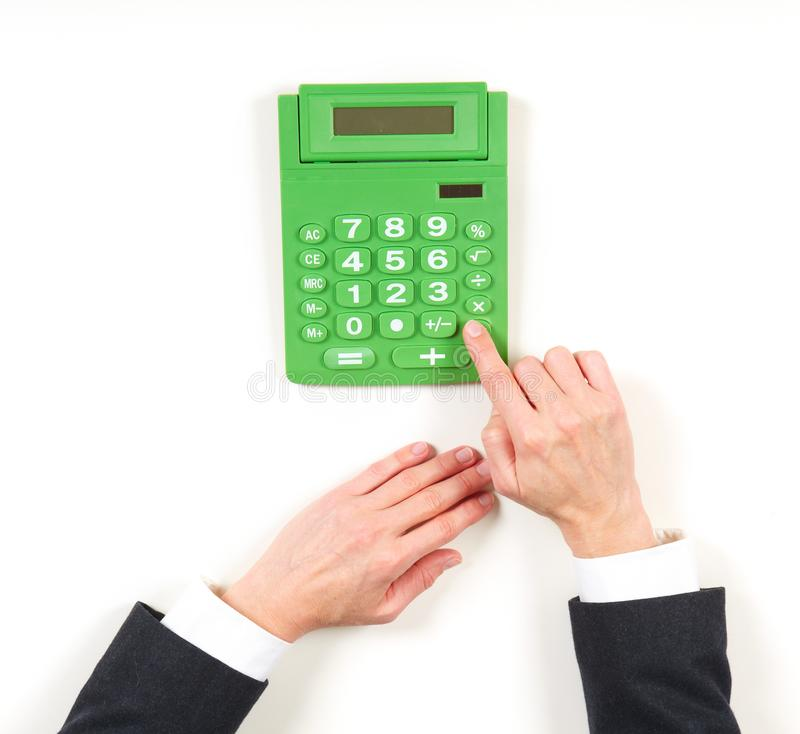 Mulher de negócios das mãos e calculadora verde fotografia de stock royalty free