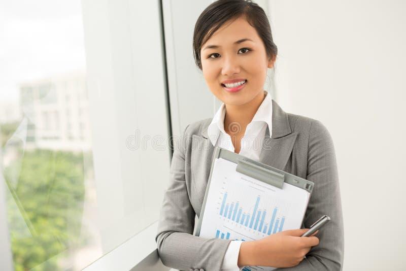 Mulher de negócios de sorriso fotografia de stock