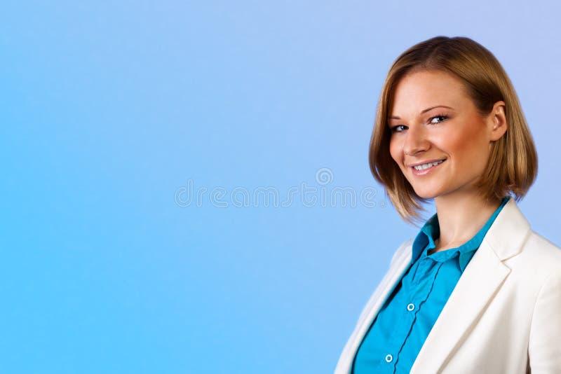 Mulher de negócios de sorriso bonita fotos de stock royalty free