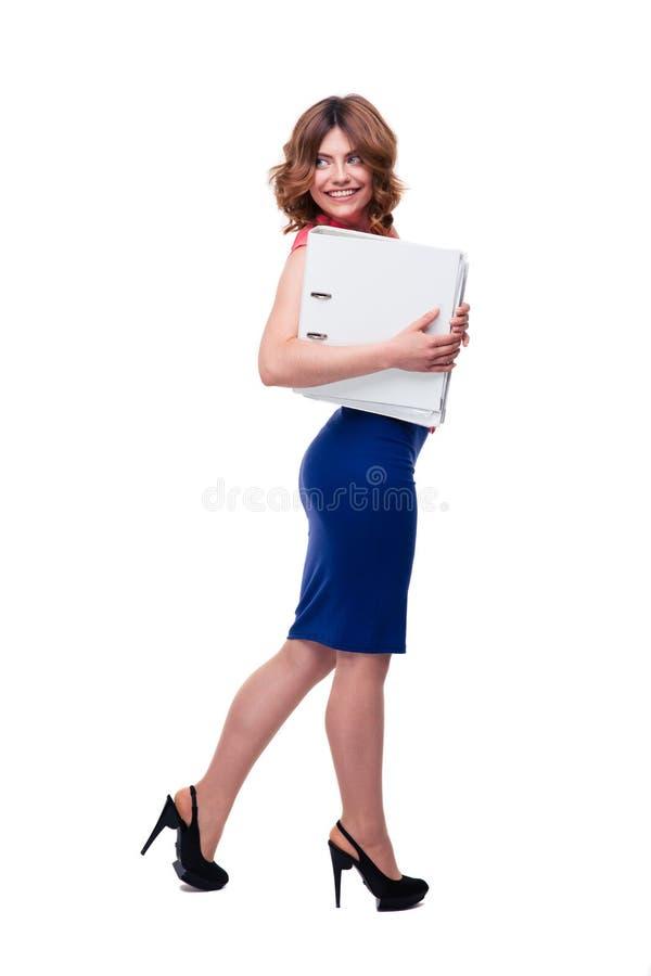 Mulher de negócios de sorriso que guarda dobradores foto de stock