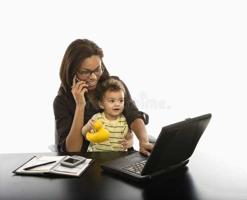 Mulher de negócios e bebê. fotos de stock